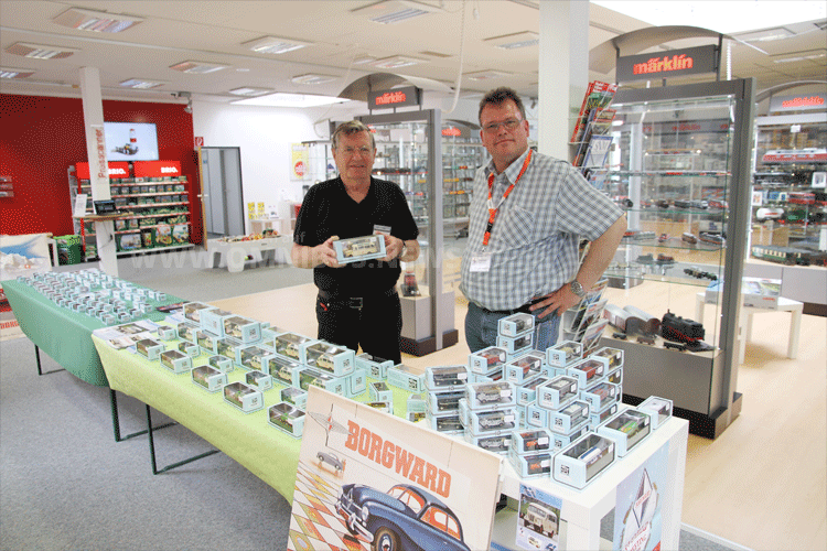 Neu in Bremen: Borgward-Modelle bei MSL. Hartmut Vincon war bei der Shop-Eröffnung in Bremen dabei. Foto: Schreiber