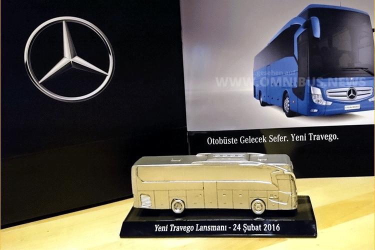 Kleine Geschenke erhalten die Freundschaft ... - Im Maßstab 1/87 gab es für die geladenen Gäste der Weltpremiere des Travego SHD auch einen Modellbus. Foto: Burak