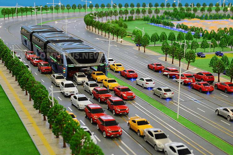 Bus fährt über Autos China