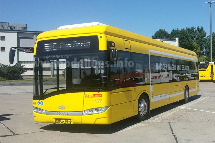 Vier Elektrobusses des Solaris Urbino 12 Electric gehen in Berlin auf Linie.