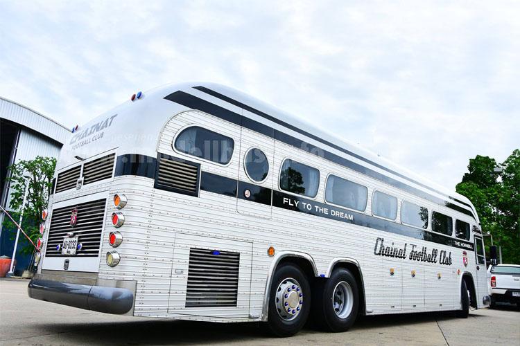 Der thailändische Mannschaftsbus hat optische...