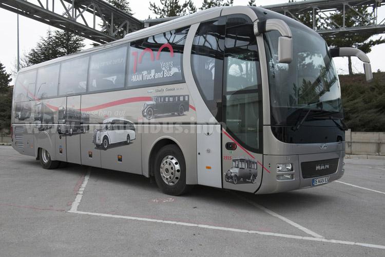Zum Jubiläum eine limitierte Auflage des Reisebushochdeckers Lions Coach.