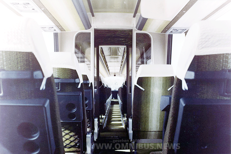 ...bot der Omnibus Platz für 85 Fahrgäste. Foto: Kässbohrer