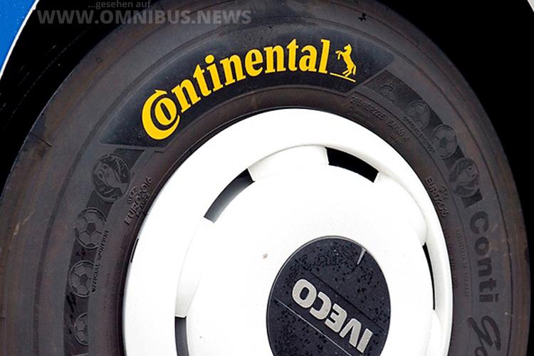 Alle Teambusse fahren mit Reifen von Continental. Foto: Continental