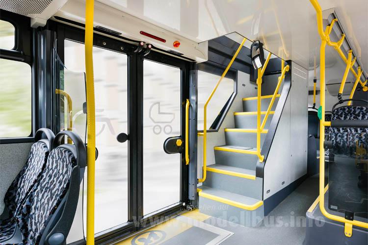 Eine Treppe im Heck und eine beim vorderen Einstieg führen ins Oberdeck.