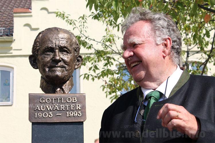 Enthüllte die Büste von Gottlob Auwärter auf dem Marktplatz in Pilsting: Konrad Auwärter.