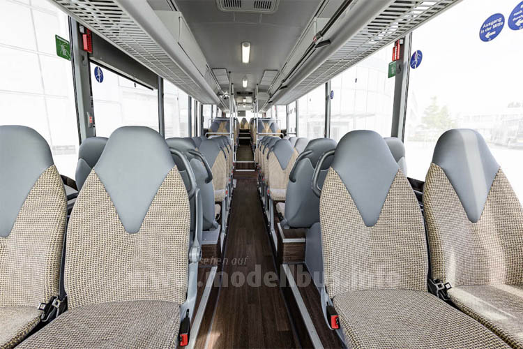 Über 60 Sitzplätze bietet der 14,6 m lange Low Entry Überlandbus.