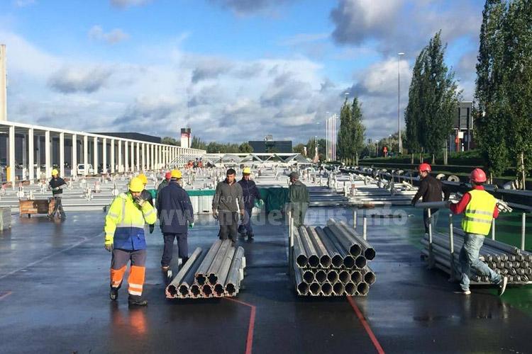 Auch in diesem Jahr ist die Busworld weiter gewachsen. Zur Zeit wird die Halle 9 neben den festen Aus- stellungshallen der Xpo Kortrijk aufgebaut.