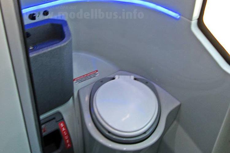 In der Luxusausführung im Fernbus gibt es getrennte Toiletten für Frauen und Männer