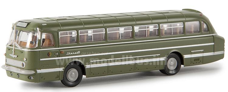 ...der ersten Ikarus 55 Modellbusse an.