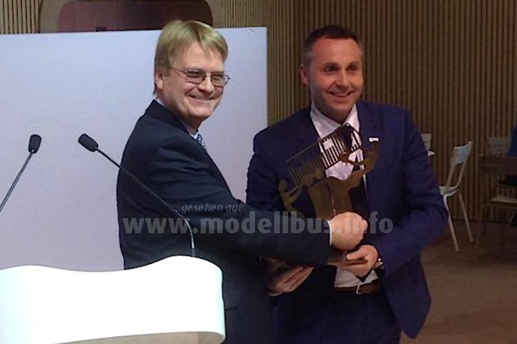 Iveco erhielt den Titel Coach of the Year. Freude nicht nur bei Iveco, sondern auch bei Stuart Jones, denn...
