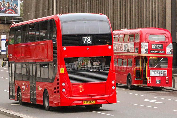 ...in London im Einsatz. Auch wenn sich Form und Technik ändern, Doppeldecker in London werden auch zukünftig immer rot lackiert werden...