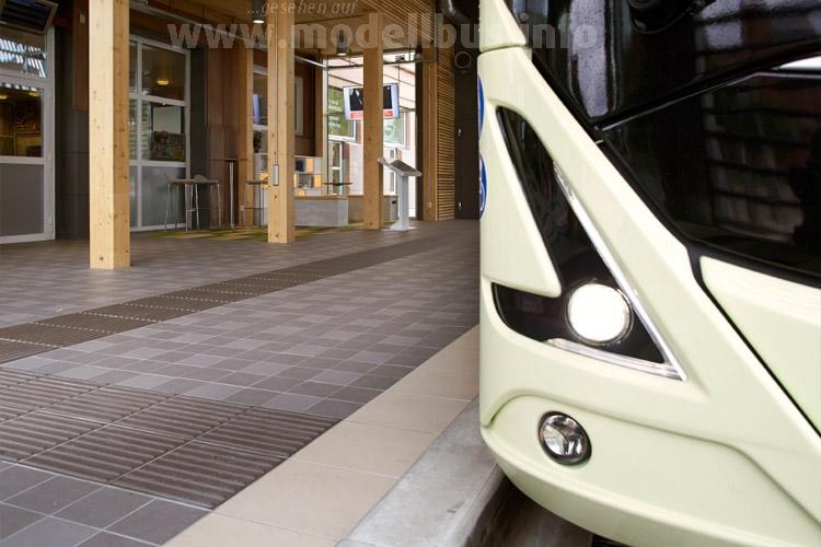 Auf der Busworld 2015 fährt der neue Volvo 7900 Electric vor.