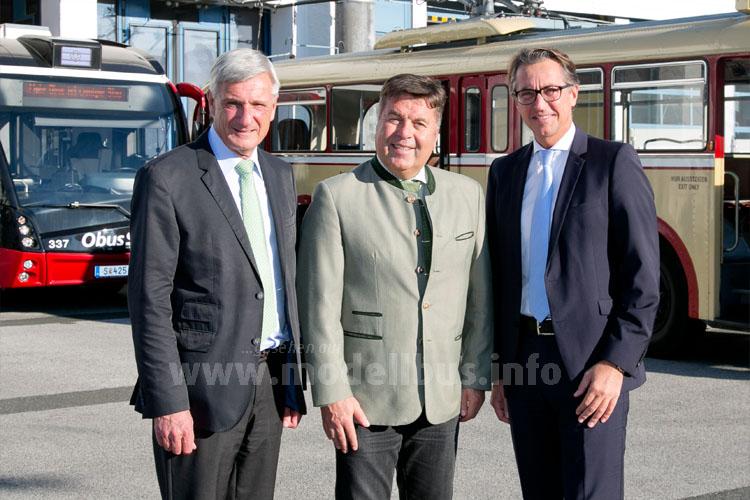 Feiern 75 Jahre Obus: Vizebürgermeister Harald Preuner, Landesrat Hans Mayr, Salzburg AG-Vorstand Leonhard Schitter.