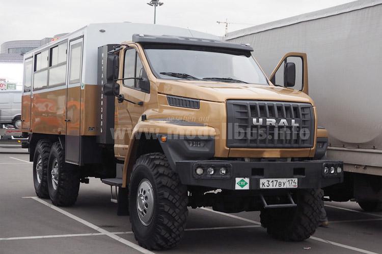 Der kommt überal hin: Der Ural Truck Bus mit funktionalem Fahrgastaufbau.