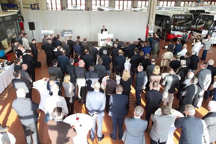 KVB-Pressekonferenzam 26.10. kurz vor der Präsentation des neuen E-Bus.