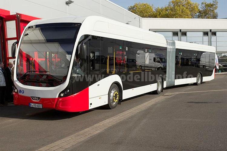 Der neue VDL Citea SLFA 180 E-Bus vor der KVB-Werkstatthalle auf dem Betriebshof Nord.