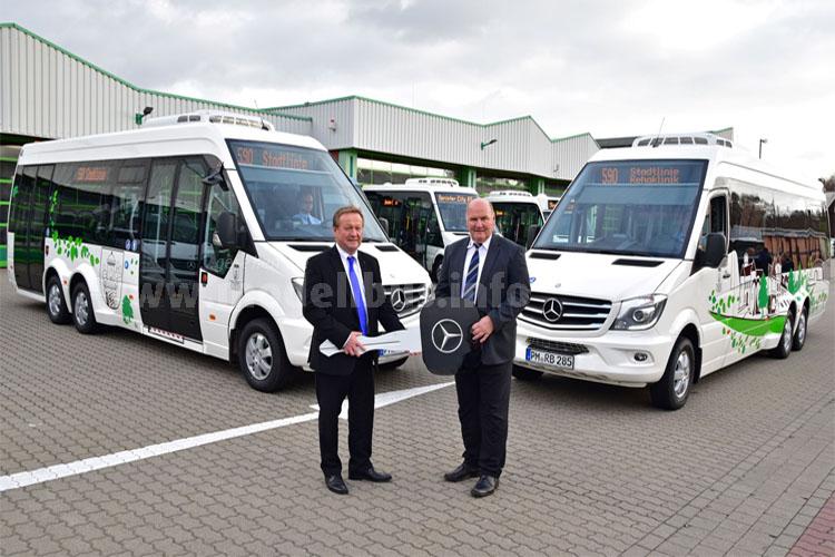 Am 12. November 2015 hat Jürgen Popis, Leiter Verkauf Mercedes-Benz Omnibusse Region Ost, zwei Mercedes-Benz Sprinter City 77 an Hans-Jürgen Hennig, Geschäftsführer der VGB, übergeben.