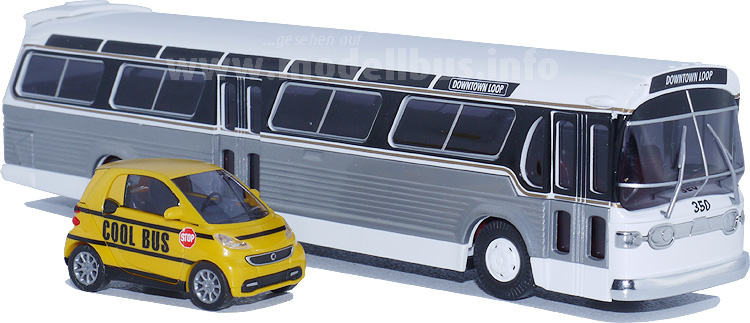 Goldfischglas und cooler Schulbus