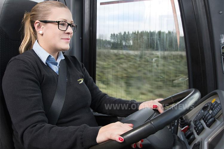 Volvo Dynamic Steering (VDS) stabilisiert das Lenkverhalten des Volvo-Busses und schont die Rückenmuskulatur der Busfahrer und Busfahrerinnen, da Lenk- und Fahrbahnstöße zuverlässig abgefedert werden. Foto: Volvo