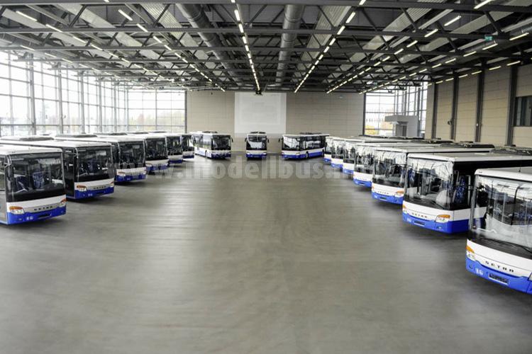 Das tschechische Verkehrsunternehmen ICOM transport a.s. übernahm in Neu-Ulm 15 Low Entry Omnibusse des Typs S 415 LE business. Die Omnibusse wurden in der Auslieferungshalle...