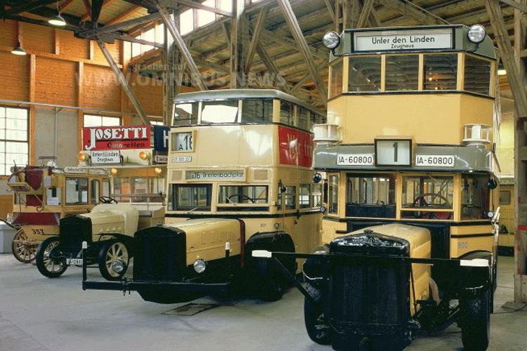 Im September kann man die Bus-Oldtimer im Deutschen Technikmusuem bestaunen. Foto:
