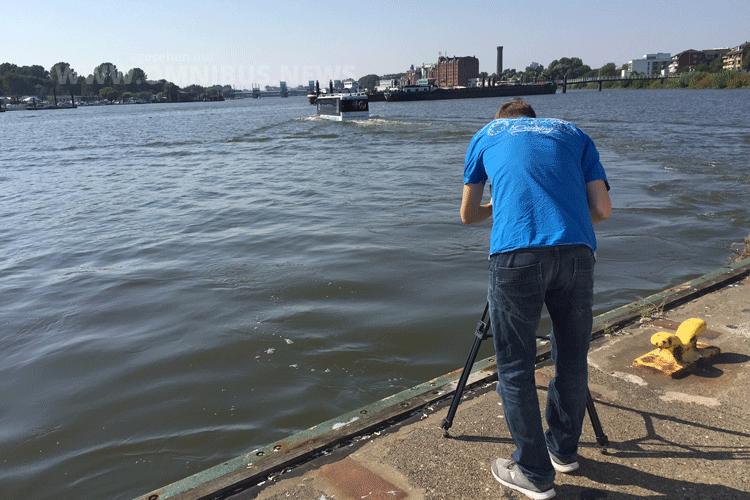 Filmte der Hafencity Riverbus für BUSTV: Sascha Böhnke in der Billstedet Bucht. Foto: Schreiber