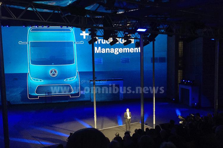 Anders sah es bei Daimler aus. Der Messestand war aufgebaut, die internationale Presse zur Daimler Mediennacht eingeladen. Foto: Schreiber