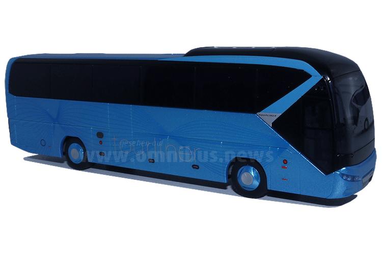 Neu im Maßstab 1/87: Der Neoplan Tourliner. Foto: Schreiber