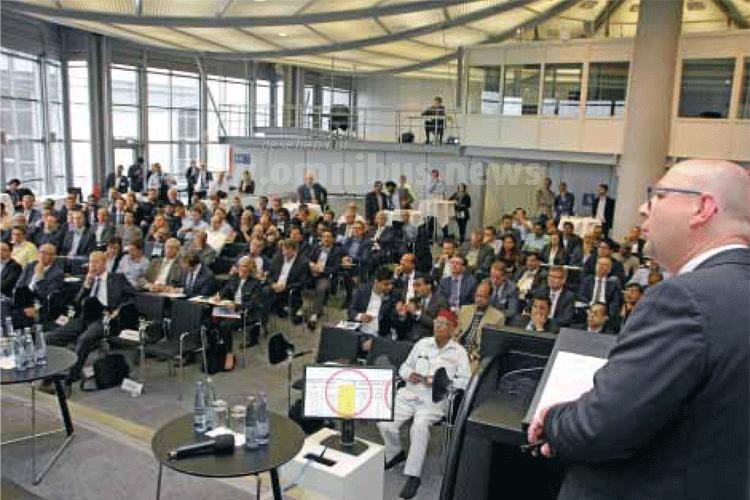 """Gut besucht und spannend: Das IAA-Symposium """"Moderne Busse im Nahverkehr - emissionsfrei, sicher und vernetzt"""". Foto: VDA"""