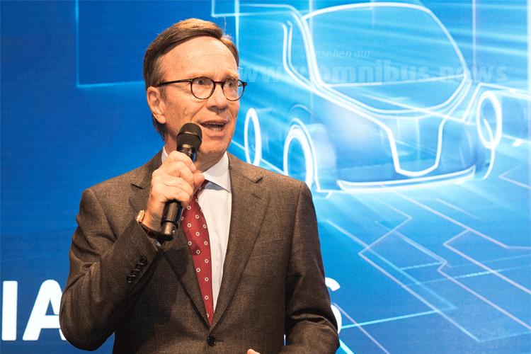 Matthias Wissmann, Präsident des Verbandes der Automobilindustrie (VDA), zog eine erste Zwischenbilanz der 66. IAA Nutzfahrzeuge. Foto: VDA