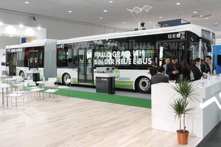 Zwei chinesische Elektro-Gelenkbusse von CRRC fahren in Graz. Foto: Schreiber
