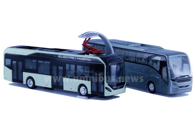 Neu von Motorart: Der Volvo 7900 Electric Hybrid und der facegeliftete Volvo 9900 Reisebus im Maßstab 1/87. Foto: Schreiber