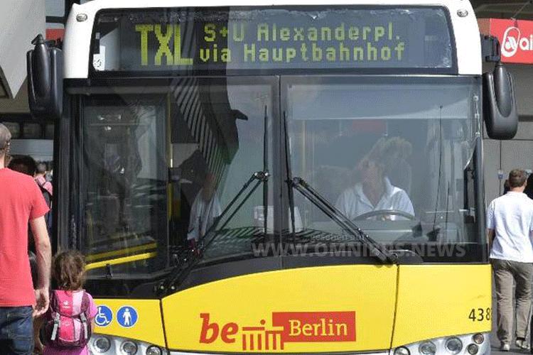 Die Berliner Buslinie TXL fährt vom 17. Oktober an wieder zwischen Flughafen Tegel und Alexanderplatz. Foto: BVG