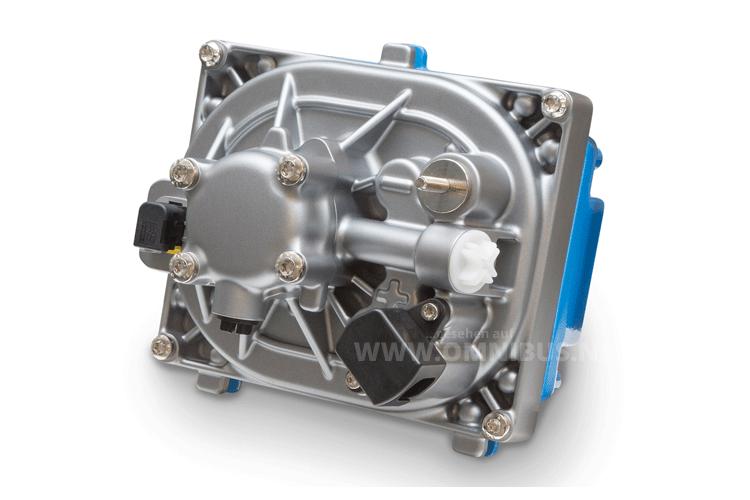 Die neue Elektrohydraulische Servolenkung EHPS, bestehend aus Drehstrom-Synchronmotor, Steuergerät, Hochleistungselektronik und Hydraulikpumpe, senkt den Kraftstoffverbrauch von Omnibussen. Foto: Daimler