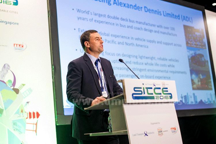 """aul Davies, Generaldirektor Alexander Dennis Asia Pacific: """"Als globales Unternehmen begrüßen wir die umfassende Einbeziehung des Aufgabenträgers und der Fahrgäste in den Entwurfsprozess."""" Foto: ADL"""