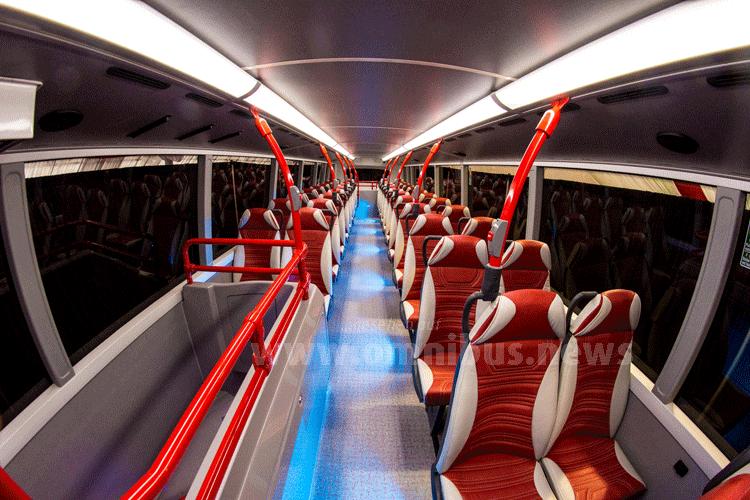Ausgestattet ist der Konzeptbus unter anderem mit luxuriösen Sitzen, WiFi, USB-Ladepunkte an allen Sitzplätzen, Stimmungslicht und Bildschirme für die Fahrgastinformation. Foto: ADL