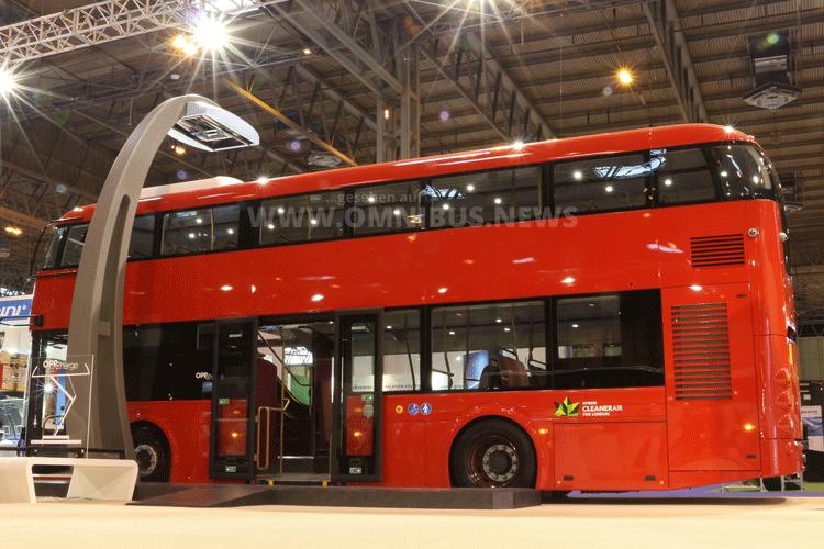 Weltpremiere in Birmingham: Der Elektro-Hybrid-Doppeldecker von Volvo mit Wrightbus-Aufbau. Foto: McGillivray