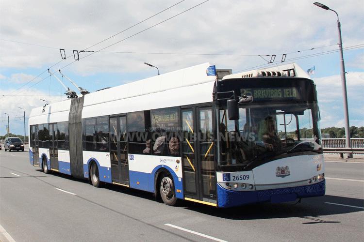 Gelenkbus-Trolley mit Brennstoffzelle - Solaris macht es möglich. Foto: Solaris