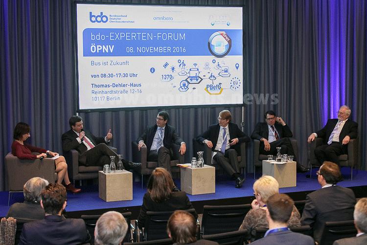 Diskutierten beim BDO-Experten-Forum: Frau Leonard, Herr Ferlemann, Herr von Lojewski, Herr Schäfer, Herr Weber und Herr Hülsmann. Foto: BDO