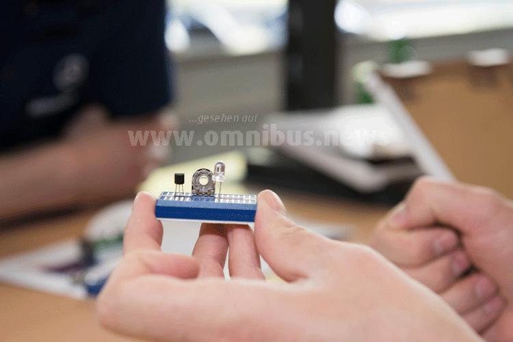 """Der Bausatz """"Lichtautomatik"""" ermöglicht den Lehrkräften, mit Steckplatinen eine Schaltung für die sogenannte Lichtautomatik aufzubauen, zu testen, zu justieren und in Betrieb zu nehmen. Foto: Daimler"""