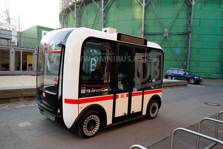 Bahn fährt Bus