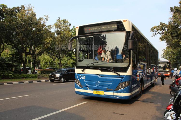 Mercedes-Benz Bus im Einsatz in Jakartas Bus Rapid Transit-System