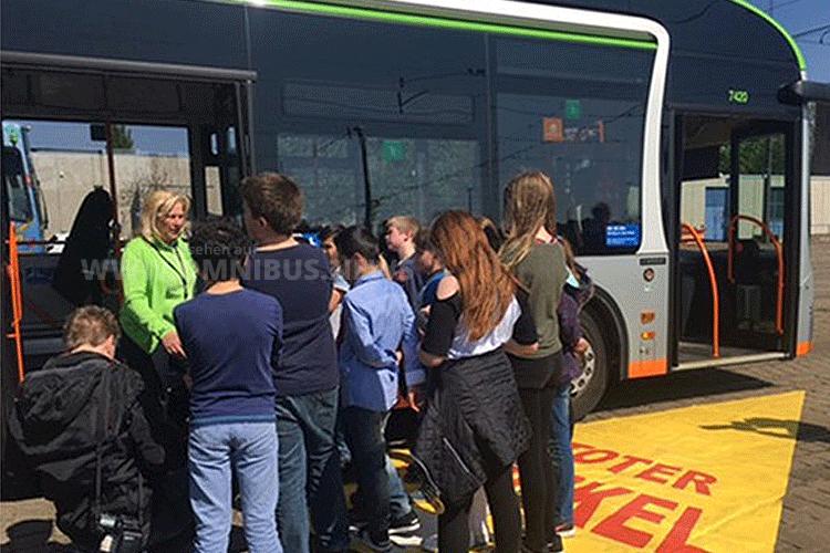 Schul-Bus
