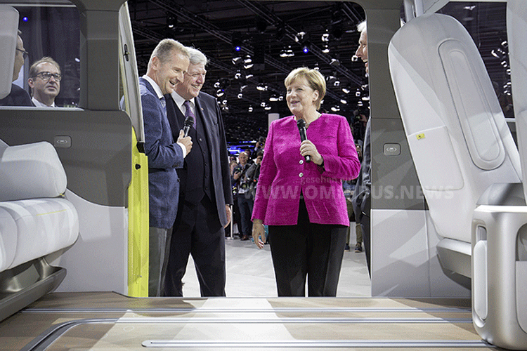 IAA, Buzz und Merkel