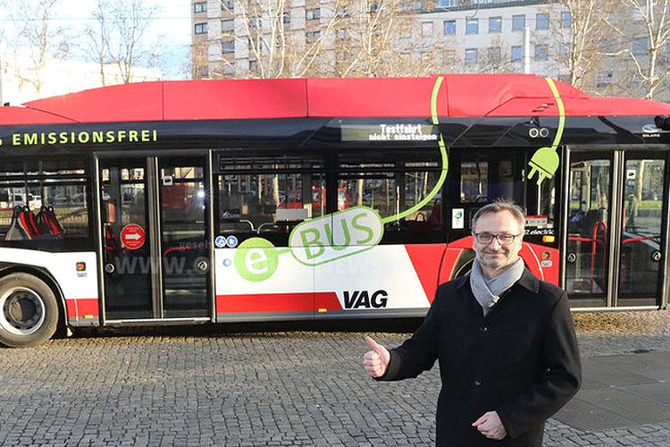 Neue E-Gelenkbusse