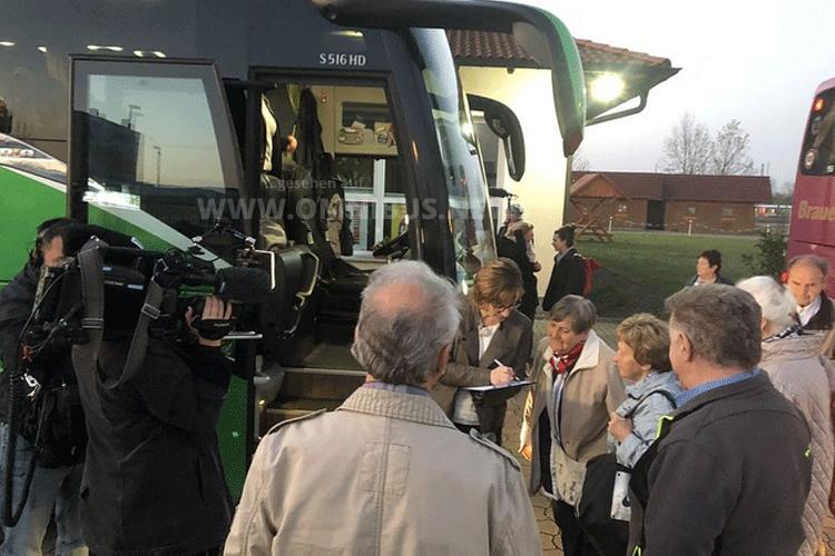 Filmteam im Bus