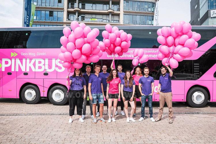 Pinkbus fährt vor
