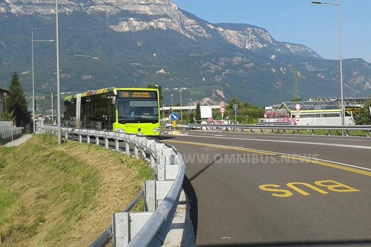 Metrobus fährt vor