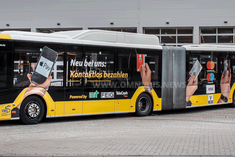 Kontakloses Zahlen im Bus